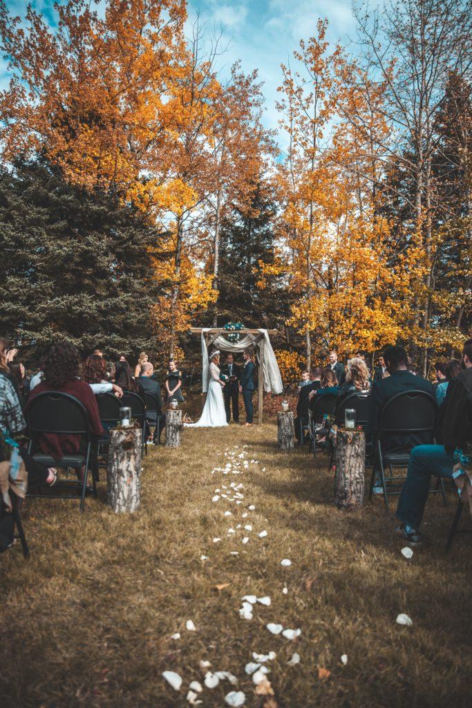 Le décor féérique d'un mariage en automne
