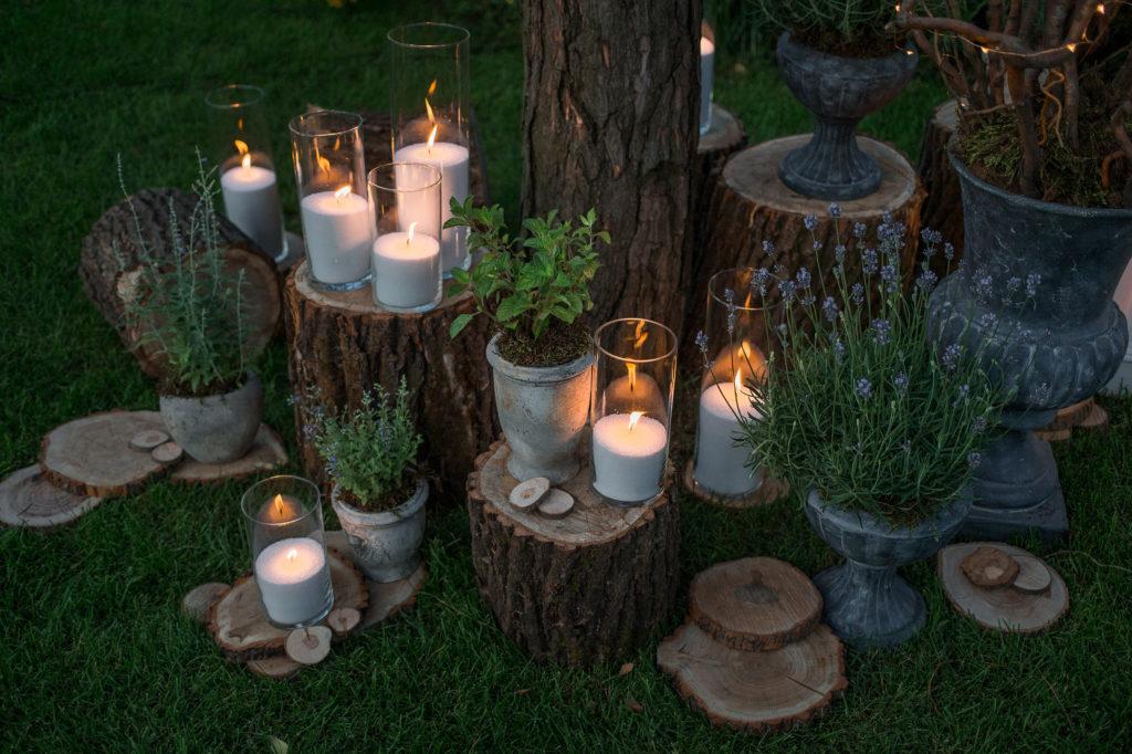Bougies et rondins de bois